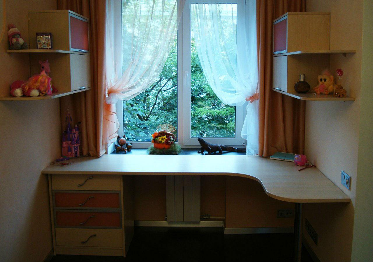 Стол подоконник в детской: каким бывает, как сделать своими 86